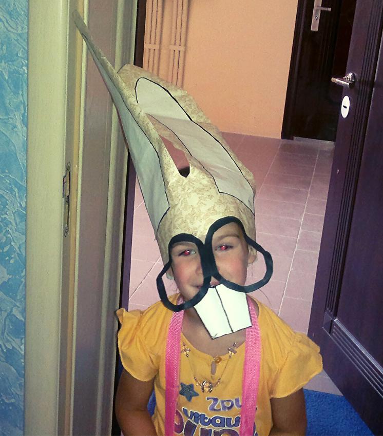 Ребёнок в маске